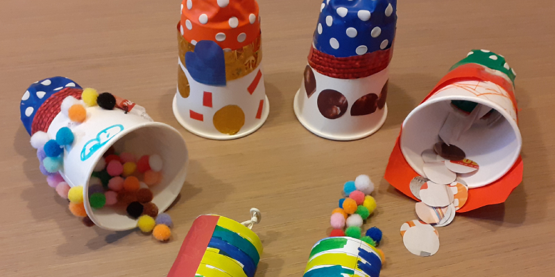 PAPER PARTY… POPPERS!